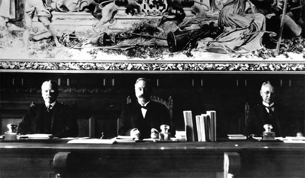 Το προεδρείο του Διεθνούς Δικαστηρίου της Χάγης (1901). Πηγή: Library of Congress.