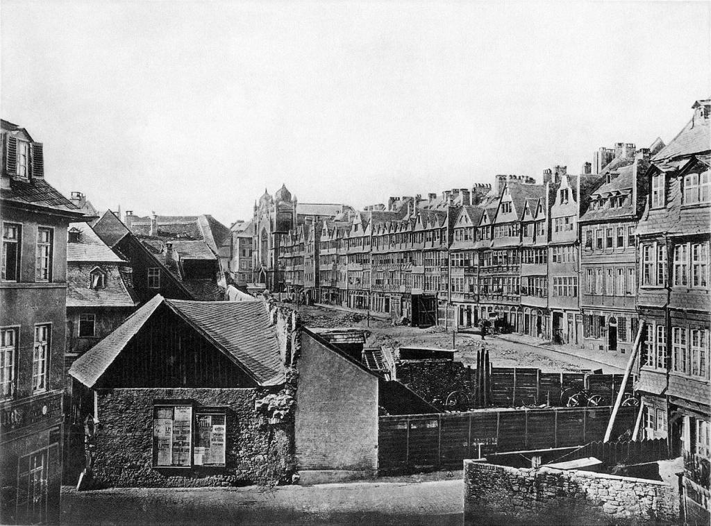 Η κατεδάφιση του γκέτο της Φρανκφούρτης στα 1868. (Πηγή:Wikipedia.org/wiki/File:Frankfurt_Am_Main-Fay-BADAFAMNDN-Heft_21-Nr_245-1904-Die_Judengasse_Suedseite.jpg)