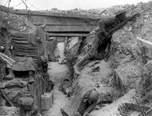 Χαρακώματα. Φωτογραφία από τη συλλογή του Αυτοκρατορικού Μουσείου Πολέμου του Λονδίνου (Imperial War Museum).