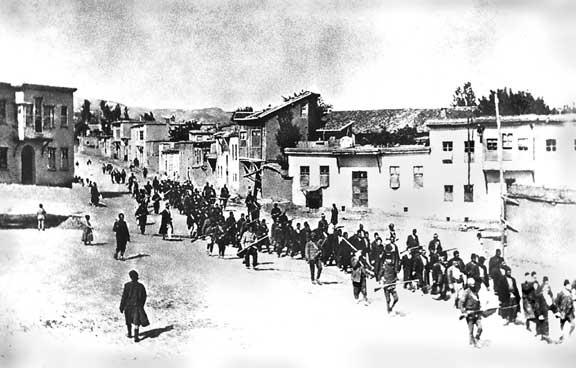 Αρμένιοι σε πορεία στην Μεντζιρέχ τον Απρίλιο του 1915.