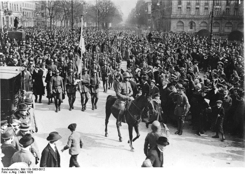 Τα Freikorps στο Βερολίνο το 1920. Φωτογραφία: Bundesarchiv, 119-1983-0012