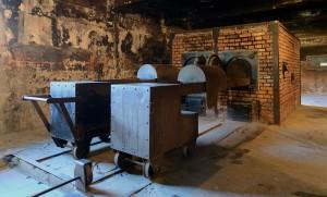 Κρεματόριο στο Άουσβιτς Ι, εσωτερικά. Πηγή: https://commons.wikimedia.org/wiki/File:Crematorium_at_Auschwitz_I_2012.jpg φωτ. του Marcin Białek.