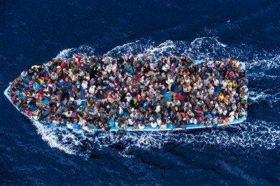 Ένα ταξίδι με ρίσκο την ίδια τη ζωή. Πηγή: http://www.globalresearch.ca/another-400-refugees-feared-dead-in-latest-mediterranean-sea-disaster/5443264