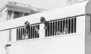 Οι 8 καταδικασμένοι στη δίκη της Ριβόνια μετά τη δίκη. Ακατάβλητο κουράγιο για δεκαετίες. Πηγή: http://www.theguardian.com/world/2013/dec/05/nelson-mandela-obituary