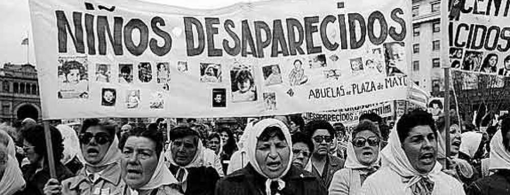 Διαμαρτυρία από τις Μητέρες της Πλατείας Ντε Μάιο.