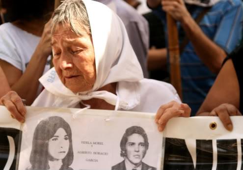 34 χρόνια μετά, το 2010, μία από τις μητέρες της Πλατείας Ντε Μάιο