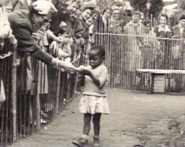 Επίσκεψη στον «ζωολογικό κήπο» για τις ανθρώπινες φυλές.