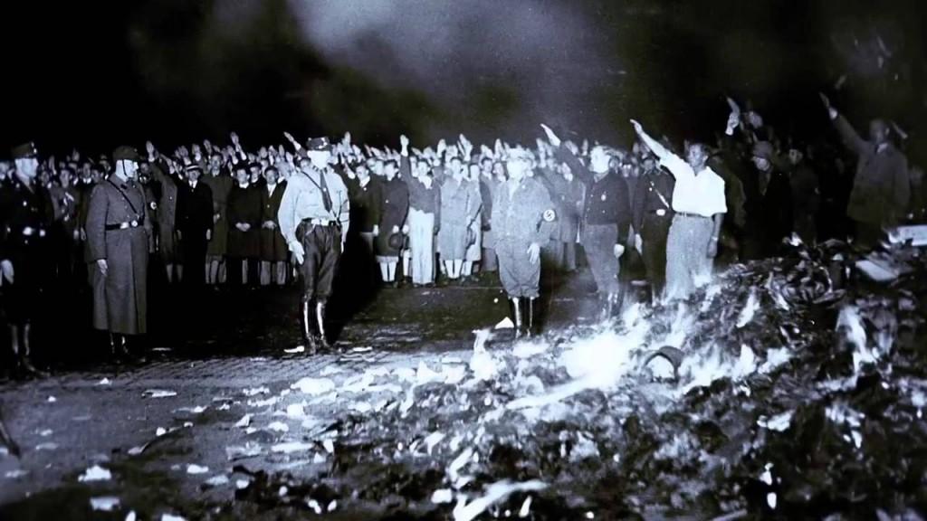 Η γνώση στην πυρά. Κάψιμο βιβλίων από τους ναζιστές. Φωτογραφία:US Holocaust Memorial museum