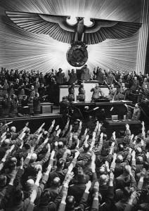 Ομιλία του Αδόλφου Χίτλερ στο Ράιχσταγκ στις 11 Νοεμβρίου 1941. (Πηγή: https://commons.wikimedia.org/wiki/File:Bundesarchiv_Bild_183-B06275,_Berlin,_Reichstagssitzung,_Rede_Adolf_Hitler.jpg )